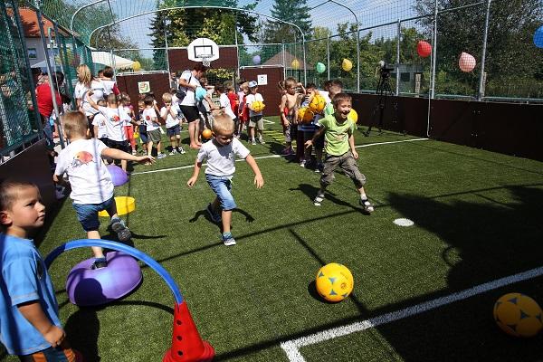 Péntek óta már Tabon is játszhatnak a gyerekek az Ovi-Foci Pályán